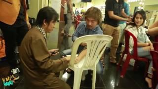 [8VBIZ] - Hoài Linh đo huyết áp cho chồng Thu Trang trong hậu trường liveshow Chí Tài