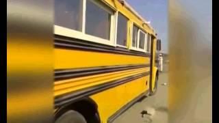 """سعودي يحوّل حافلة إلى """"جلسة عربية"""" يتصدرها """"المشبّ"""""""