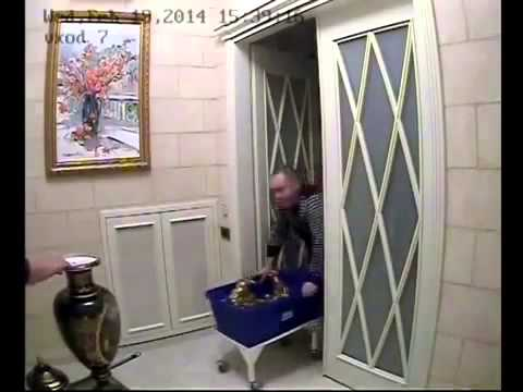 Yanukovich takes his valuables from his villa before fleeing to Russia, pt 1