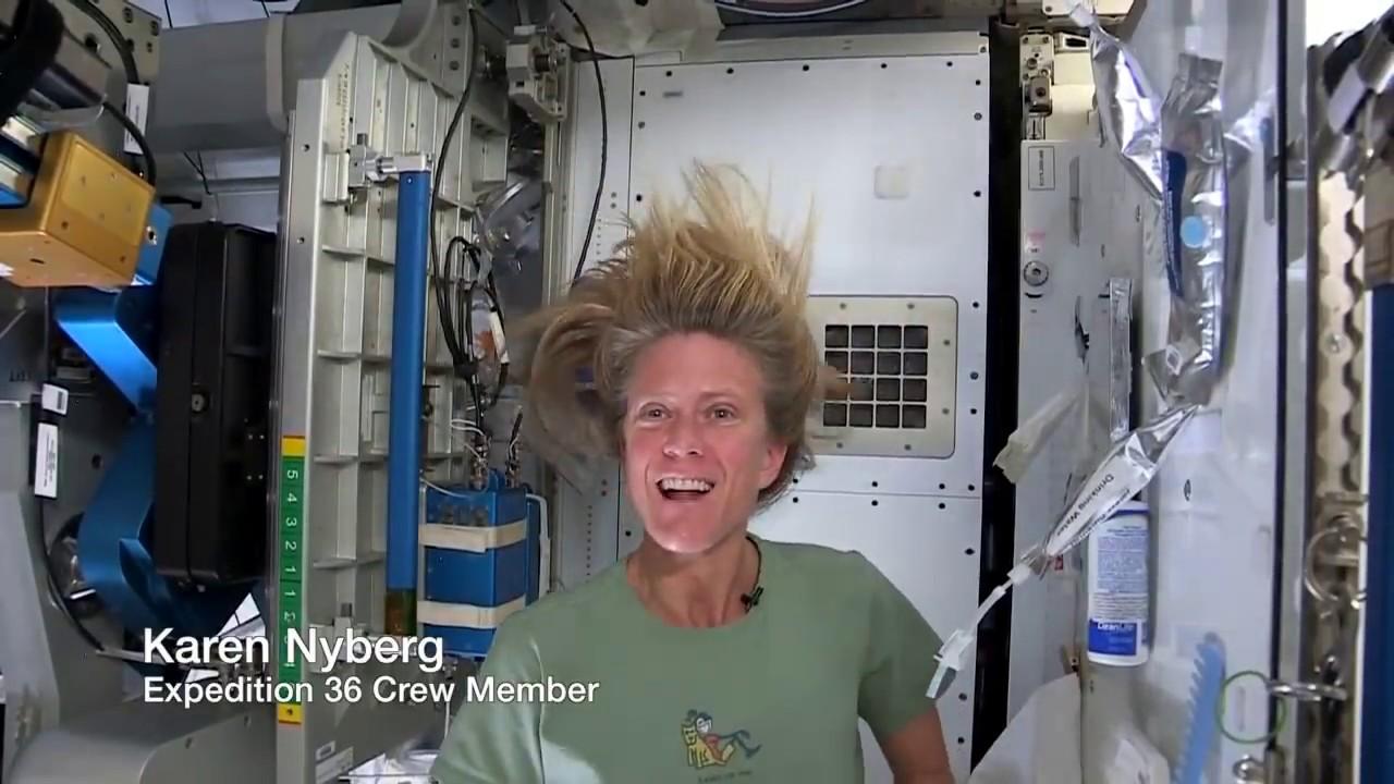 Begini nih caranya astronot shampoan di luar angkasa!