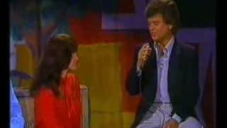 Conway Twitty & Loretta Lynn Hello Darlin' [Live]