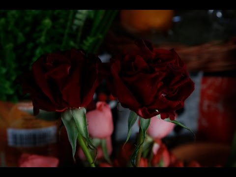 إقبال مغاربة على شراء الورود في عيد المرأة