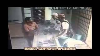 Bandidos assaltam loja de celulares em Uberaba