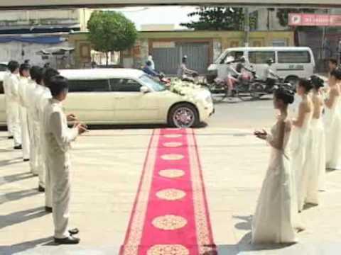 Đón dâu bằng xe limousine tại nhà hàng Hương Phố