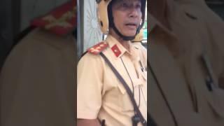 CSGT quân tân bình , bắt người vi phạm đi đổi tiền ...