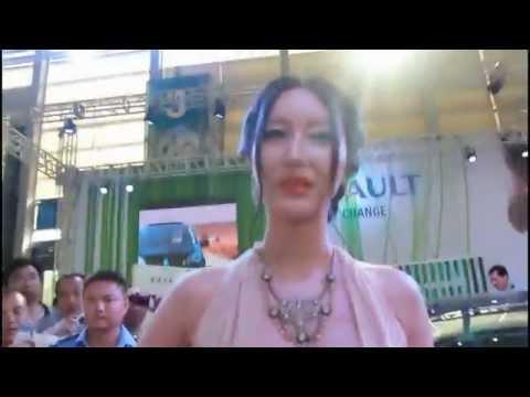 [18+]Người mẫu mặc áo như không mặc, để lộ ngực khủng - vCode.vn
