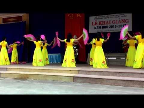 Lớp C2, khóa 2014-2017 múa bài