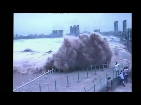 Dozens Hurt By Huge Wave In China