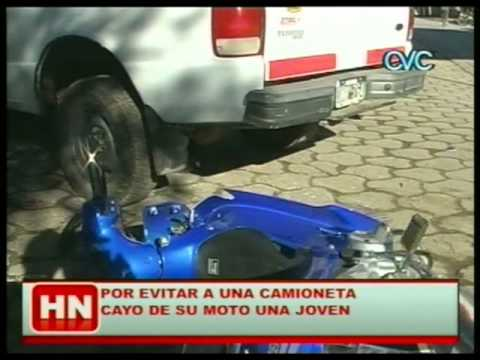ACCIDENTE ENTR MOTO Y PICK UP