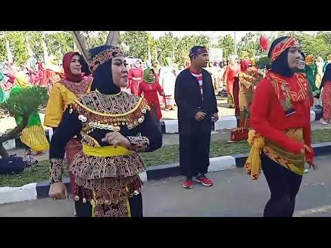 Ribuan Warga Joget Pesona Kubu Raya pada puncak peringatan HUT Kubu Raya ke-12