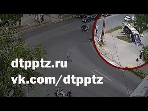 На улице Железнодорожная скатившийся под уклон фургон сбил насмерть пешехода