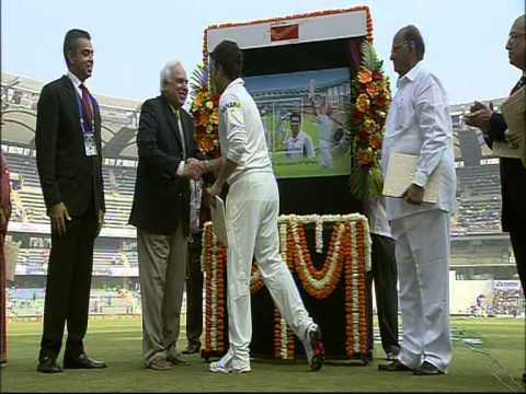 Milind Deora while releasing of a Postage Stamp in Sachin Tendulkar's honor on 14th November, 2013