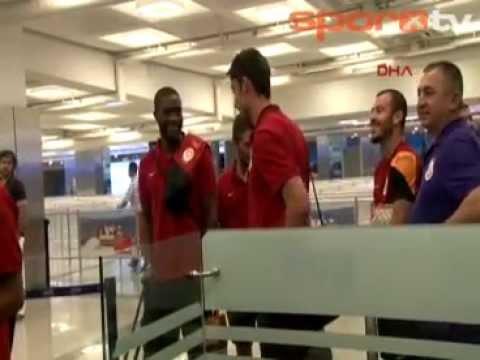 Galatasaray yurda döndü  ||  Atatürk Havalimanı, Galatasaray