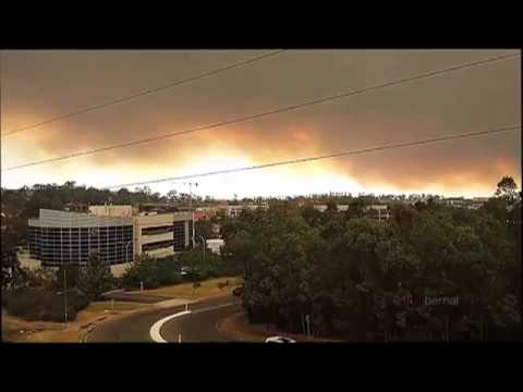 Wildfires force Australians to evacuate their homes