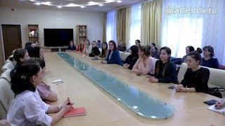 Меры соцподдержки и условия труда обсудил Вячеслав Квон с учителями