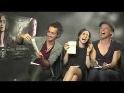 The Mortal instruments: Lily Collins, Jamie Campbell Bower y Robbie Sheehan, SUBTITULOS EN ESPAÑOL
