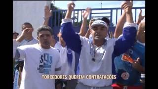 Cruzeirenses fazem protesto em frente � Toca da Raposa 2