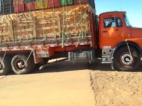 Caminhão saindo da balsa na Cidade da Barra do Rio Grande-BA