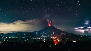 Time-lapse shows eruption of Bali's Mount Agung