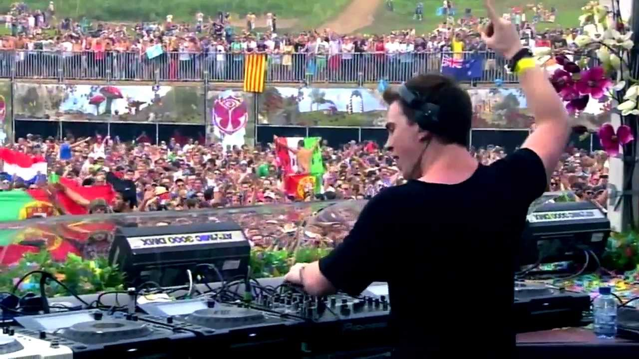 Hardwell - Spaceman vs Somebody that I used to Know (Live ... Tomorrowland 2012 Wallpaper