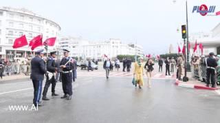 أمام مبنى البرلمان دقائق قبل وصول الملك