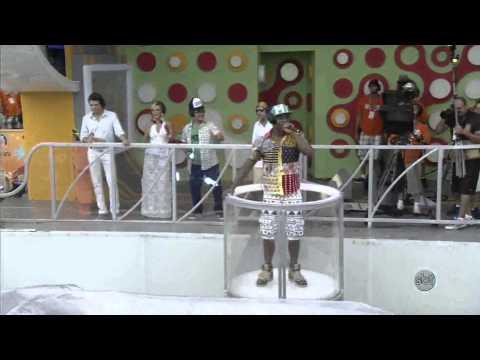 Psirico canta Lepo Lepo no Camarote do SBT em Salvador
