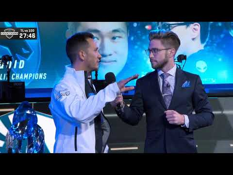 Unveiling Team Liquid Banner in NA LCS Studio + Interview with Steve and Doublelift!