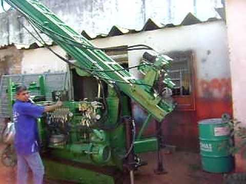 Maquina para perfuração de poços artesianos e fundações