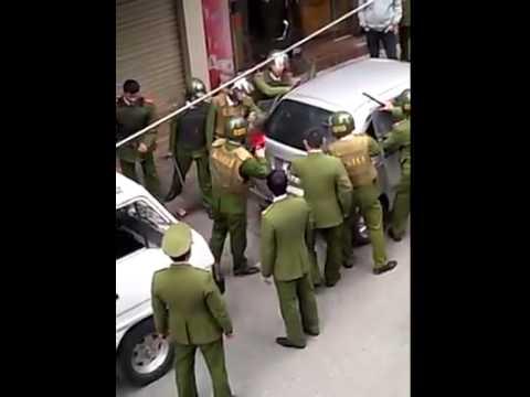 Cảnh sát Hải Dương trấn áp đối tượng thủ dao, cố thủ trong ô tô