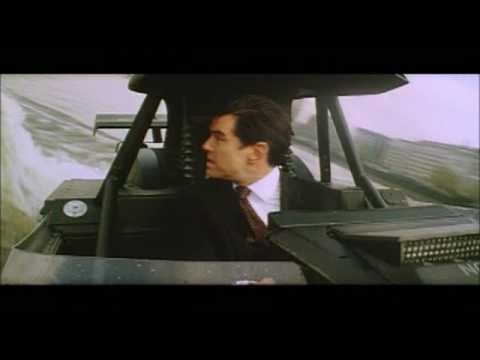 The World Is Not Enough Extended Scene: The Thames Boat Chase [HQ]