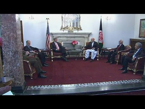 Kerry and Karzai hold urgent security deal talks