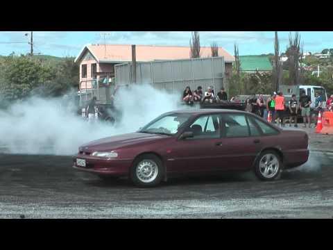 Helensville Burnouts - Holden VR V6 Commodore Skids