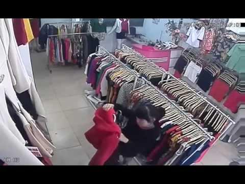 Bà già chuyên ăn trộm ở cửa hàng quần áo tại Hà Nội - 01