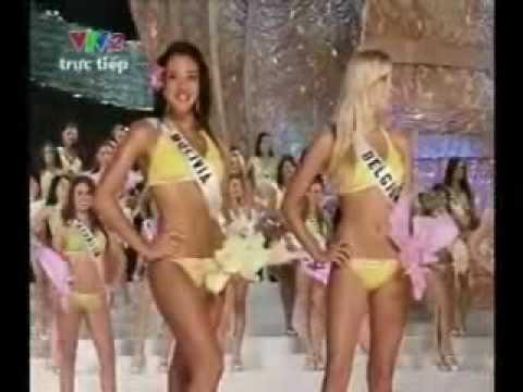 Hoa hậu Hoàn vũ quyến rũ trong áo tắm
