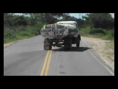 Quebra de asa no caminhão pipa