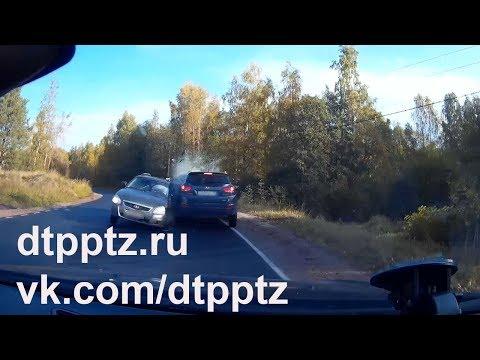 """В городе Питкяранта выехавший на """"встречку"""" водитель протаранил два автомобиля"""