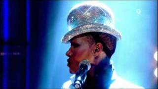 Grace Jones - Pull Up To The Bumper (Live Jools Holland 2008) view on youtube.com tube online.