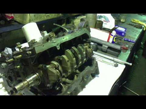 Крутим коленчатый вал двигателя 4A-FE руками