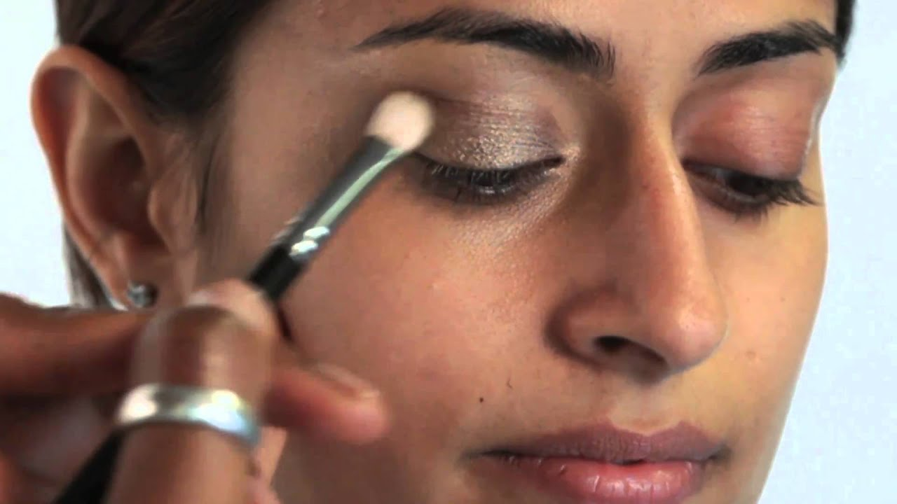 How To Apply Bridal Makeup For Black Skin : Indian Bridal Makeup Tips For Dark Skin - www ...