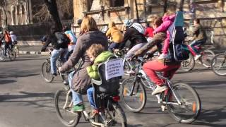 Protest pe biciclete: &#8220;Nu vrem piste pe trotuar!&#8221;