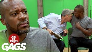 Muži sa očuchávajú - skrytá kamera