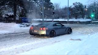 Autá vs sneh