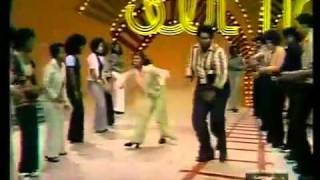 Soul Train Line Dance to Jungle Boogie (1973)