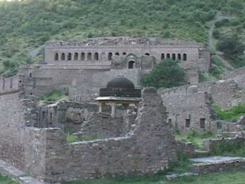Indian Ghost Town of Bhangarh: Country's List of Haunted Places