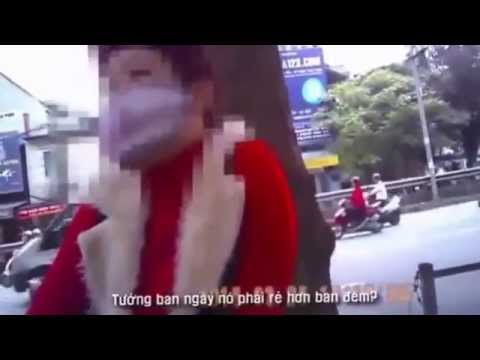 """""""Ngã giá"""" với gái bán dâm giữa ban ngày trên đường Lê Duẩn"""