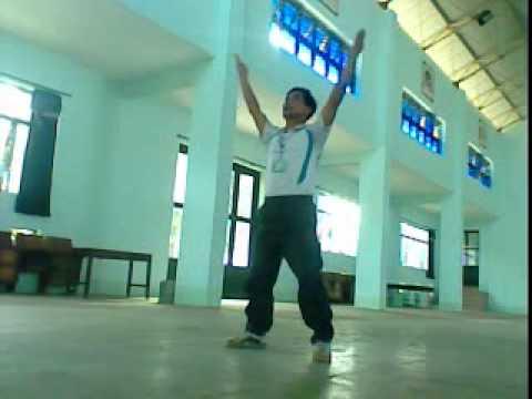 Bài thể dục buổi sáng gồm 9 động tác.