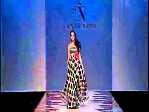Pasarela Gaudí Novias 2011 Desfile de Sonia Peña vestidos de fiesta