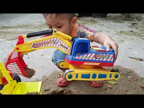 Bé Chơi Xe Máy Xúc, Xe Cần Cẩu, Xe Tải Chở Cát Excavators, Trucks, Dump Truck ❤ChiChi ToyReview TV❤
