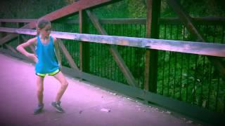 Gadis kecil ini benar - benar ahli dalam dance