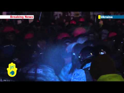 Battle for Ukraine: Thousands of riot police move on Indepdence Square protest camp